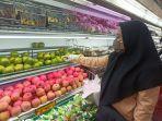 cek-buah-brastagi-supermarket.jpg