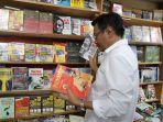 dajrot-saiful-hidayat-belanja-buku-di-toko-buku-gramedia_20180315_175827.jpg