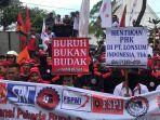 demo-omnibus-law-di-kantor-gubernur-sumut.jpg