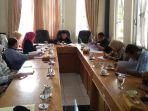 dewan-membahas-tindakan-yang-dilakukan-lembaga-pendidikan-lp3i.jpg