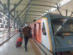 dokumentasi-penumpang-saat-tiba-di-stasiun.jpg