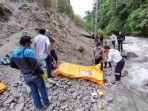 evakuasi-jenazah-yang-ditemukan-di-sungai-lau-biang.jpg