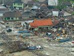 gambar-pantauan-udara-pasca-tsunami-selat-sunda.jpg