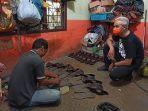 ganjar-pranowo-melihat-produksi-pembuatan-sepatu-bunut.jpg