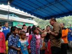 gubernur-sumut-edy-rahmayadi-saat-mendatangi-posko-pengungsi-banjir-bandang_20181015_202650.jpg