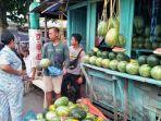 hendrik-kompres-baju-hijau-penjual-buah-di-kampung-kloneng.jpg