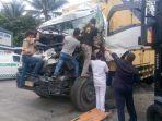 insiden-kecelakaan-maut-tubuh-kernet-truk-tergencet-mobil-ringsek-kasihan-korban-akhirnya-tewas.jpg