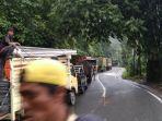 jalan-berastasi-antre-mogok-di-kawasan-kecamatan-sibolangit-deliserdang-selasa-2992020.jpg