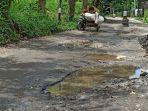 jalan-rusak-di-rengas-pulau-kecamatan-medan-marelan.jpg