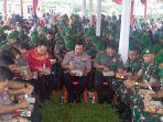 kapolda-sumut-irjen-agus-andrianto-makan-bersama-prajurit-yonif-126kc-di-mako-batalyon-126kc.jpg