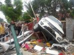 kecelakaan-lalulintas-mobil-pajero-sport-tambrak_20180504_105246.jpg