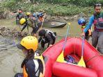 kegiatan-aksi-bersih-sungai-yang-digelar-federasi-arung-jeram-indonesia.jpg