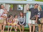 keluarga-andhika-pratama-dan-ussy-sulistiawaty-saat-liburan-ke-bali.jpg