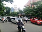kemacetan-parah-di-depan-sekolah-methodist-tribunmedan_20160726_173916.jpg