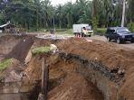 kondisi-jalan-longsor-di-kecamatan-tanah-jawa-kamis-18102018_20181018_183808.jpg