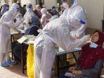 malaysia-meningkatkan-tes-usap-untuk-mendeteksi-virus-corona-pada-warganya.jpg