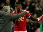 manajer-manchester-united-jose-mourinho-kiri-berbicara-dengan-paul-pogba_20180224_194416.jpg
