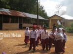 murid-murid-sekolah-dasar-di-sekolah-pembantu-desa-sampuran-kecamatan-padangbolak_20181105_151817.jpg