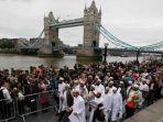 muslim-inggris-ikut-doa_20170606_205620.jpg