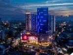 night-view-podomoro-city-deli-medan-tampak-sangat-megah-dan-modern.jpg