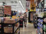 para-pengujung-irian-supermarket-dept-store-sedang-memilih-produk-yang-ada.jpg