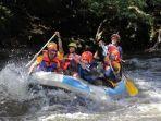 para-peserta-latihan-pemandu-arung-jeram-saat-menyusuri-sungai-lae-ordi_.jpg