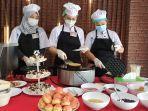 para-peserta-saat-melakukan-live-cooking.jpg