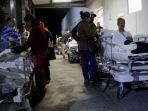 pasien-dan-keluarga-sebuah-rumah-sakit-dievakuasi-ke-luar-gedung-usai-gempa-besar-menyerang-meksiko_20170908_150848.jpg