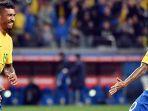 paulinho-kiri-merayakan-golnya-bersama-neymar_20180517_083751.jpg