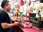 pedagang-daging-di-pasar-sei-sekambing.jpg