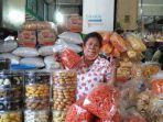 pedagang-menjual-aneka-kue-kering-di-pusat-pasar-medan.jpg