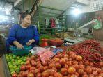 pedagang-menjual-cabai-tomat-bawang-di-pasar-petisah-medan.jpg