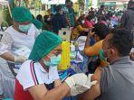 pedagang-pasar-saat-mengikuti-vaksinasi.jpg