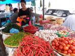 pedagang-sayur-pasar-sukaramai-medan-tribun_20160331_144355.jpg