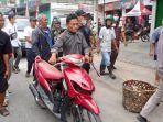 pelaku-jambret-mendorong-sepeda-motornya-yang-mogok-ke-kantor-polisi-diiringi-warga_.jpg
