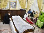 pemakaman-adik-gubernur.jpg