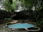 pemandian-air-panas-yang-terdapat-di-salah-satu-gua-yang-ada-di-desa-penen-kabupaten-deliserdang.jpg