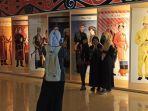 pengunjung-berswafoto-di-areal-loby-museum-negeri-sumatra-utara.jpg