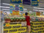 pengunjung-saat-memilih-aneka-promo-di-hypermart-supermarket-sun-plaza-medan-selasa-1782021.jpg