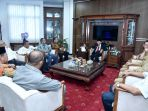 penjabat-gubernur-sumatera-utara-pj-eko-subowo-menerima-kunjungan-kepala-daerah_20180904_121455.jpg