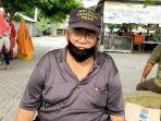 penjual-kerupuk-kulit-sejak-1985-di-penangkaran-buaya_taman-buaya-asam-kumbang.jpg