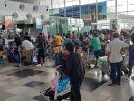 penumpang-antri-saat-melakukan-check-in-di-bandara-internasional-kualanamu.jpg