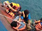 penumpang-kapal-feri-km-lestari-maju-bertahan-di-seutas-tali-saat-feri-tenggelam_20180703_165107.jpg