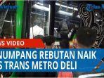 penumpang-rebutan-naik-bus-trans-metro-deli-banyak-sampah-bertebaran-di-halte-balai-kota-qq.jpg