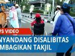 penyandang-disabilitas-membagikan-takjil.jpg