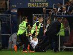 penyusup-pada-partai-final-piala-dunia-2018-antara-perancis-dan-kroasia_20180716_000902.jpg