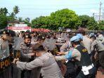 personel-kepolisian-melaksanakan-apel-di-mapolres-madina-jumat-372020.jpg