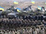 personel-militer-ukraina-dalam-latihan-perang-di-zhytomyr-pada-21-november-2018.jpg