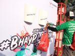 peserta-bhayplastik-melakukan-aksi-pemungutan-sampah.jpg