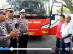 polisi-beri-arahan-ke-sopir-bus-tribun_20160714_165424.jpg